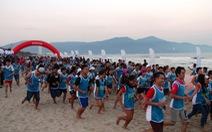 5.000 người chạy chân trần trên biển Đà Nẵng