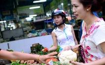 Xăng giảm, giá thực phẩm không giảm