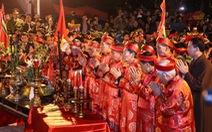 Đêm 14 tháng Giêng: dâng hương, rước kiệu ngọc, khai ấn đền Trần