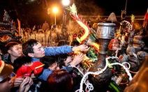 Điểm tin: Chen lấn hỗn loạn tại lễ khai ấn đền Trần