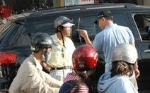Chỉ quẹt xe đã gọi điện kêu người vây bắt