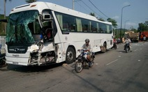Xe khách, xe ben tông nhau nát đầu, 2 tài xế nhập viện