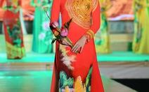 Hồn Lạc Việt trong chiếc áo dài