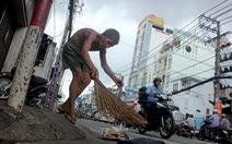 Công dân 76 tuổi, 20 năm tự nguyện quét rác khu phố
