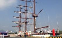 Làm lễ thượng cờ trên tàu buồm hiện đại bậc nhất thế giới
