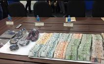 Hai người Việt trộm tiền ở Singapore lãnh án 4 năm rưỡi tù