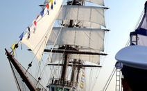 Thượng cờ tàu buồm huấn luyện hiện đại