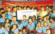 Doanh nghiệp Nhật tặng quà cho trẻ mồ côi VN