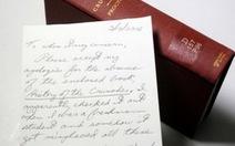 Mượn sách rồi quên... 49 năm, trả lại kèm thư xin lỗi