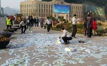Tiền rải quảng trường, người Hàn không thèm lượm