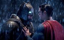 Bị chê nhưng Batman v Superman vẫn hốt bạc