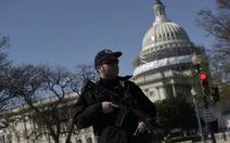 Cảnh sát bắn nghi can mang vũ khí tại Điện Capitol