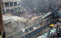 Sập cầu vượt đang xây tại Kolkata, 10 người chết