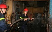 Cháy 4 ngôi nhà sát chợ, cả phố náo loạn