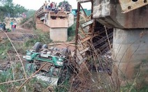 Xe quá tải làm sập cầu ở Đắk Lắk