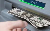 Bắt 2 người Trung Quốc dùng thẻ ATM giả rút tiền