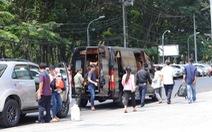 Cấm ở trung tâm Sài Gòn, xe khách vẫn dừng loạn xạ