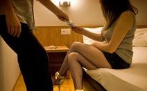 Pháp phạt tiền khách mua dâm