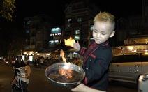Xem clip cậu bé5 tuổi biến lửa thành thỏ giữa phố