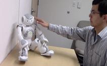 Chạm vào robot cảm xúc ra sao?
