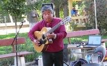 Xem clip nghệ sĩ đường phố chơi guitar tuyệt hay