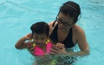Hồ bơi chứa đầy mồ hôi, tóc, da, mỹ phẩm…