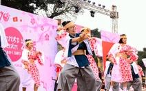 Rực rỡ sắc màu Nhật Bản với lễ hội hoa anh đào