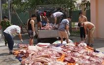 Bắt 1 tấn thịt heo bốc mùi hôi thối trên đường ra chợ