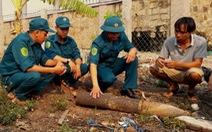 Đầu đạn pháo 46kg rơi như bom vào vườn nhà dân