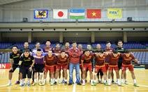 Tuyển futsal VN tưởng niệm nạn nhân động đất ở Nhật