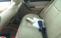 Phát hiện vật nghi là súng trong xe ôtô gây tai nạn