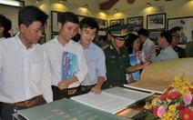 Hàng ngàn bạn trẻ tham dự triển lãm về biển đảo