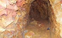 Yêu cầu bí thư huyện ủy lấp hai miệng hầm đã đào