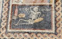 """Bức tranh 2.400 tuổi:""""Hãy vui lên và tận hưởng cuộc sống!"""""""