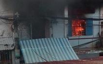 Cô trò lớp mầm non nháo nhào vì nhà bên cạnh bốc cháy