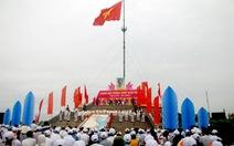 Lễ thượng cờ mừng ngày thống nhất bên bờ sông Bến Hải