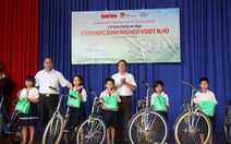 Tặng 40 xe đạp và quà cho học sinh Tây Ninh