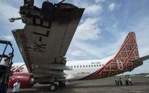 Chuyển khách sang chuyến bay khác vì hai máy bay... đụng nhau