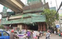 Thép từ công trình đường sắt Cát Linh - Hà Đông rơi trúng người