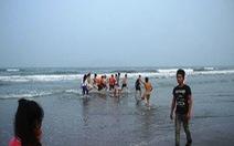 Tắm biển, 4 nữ sinh lớp 7 chết đuối