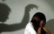 Rút bớt tội danh cho bị cáo hiếp dâm con riêng của vợ