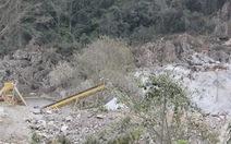 Đá văng trúng đầu, một công nhân mỏ đá tử vong