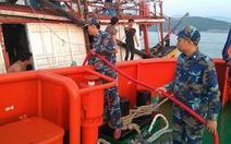 Cứu tàu cá cùng 7 thuyền viên gặp nạn ở Quảng Bình