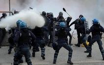 Người dân và cảnh sát Ý đụng độ