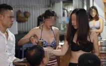 Nhà hàng để nhân viên nữ mặc bikini vàophục vụ khách