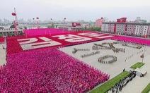 """""""Biển người"""" đổ về Bình Nhưỡng mừng bế mạc đại hội đảng"""