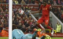 Begovic mắc sai lầm, Chelsea đánh rơi chiến thắng trước Liverpool