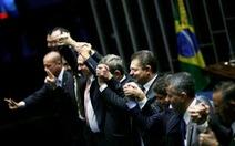 """Bà Rousseff bị """"treo giò"""" 6 tháng"""