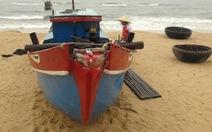 Sóng đánh chìm tàu cá