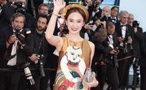 Angela Phương Trinh mang tranh Đông Hồ lên thảm đỏ LHP Cannes